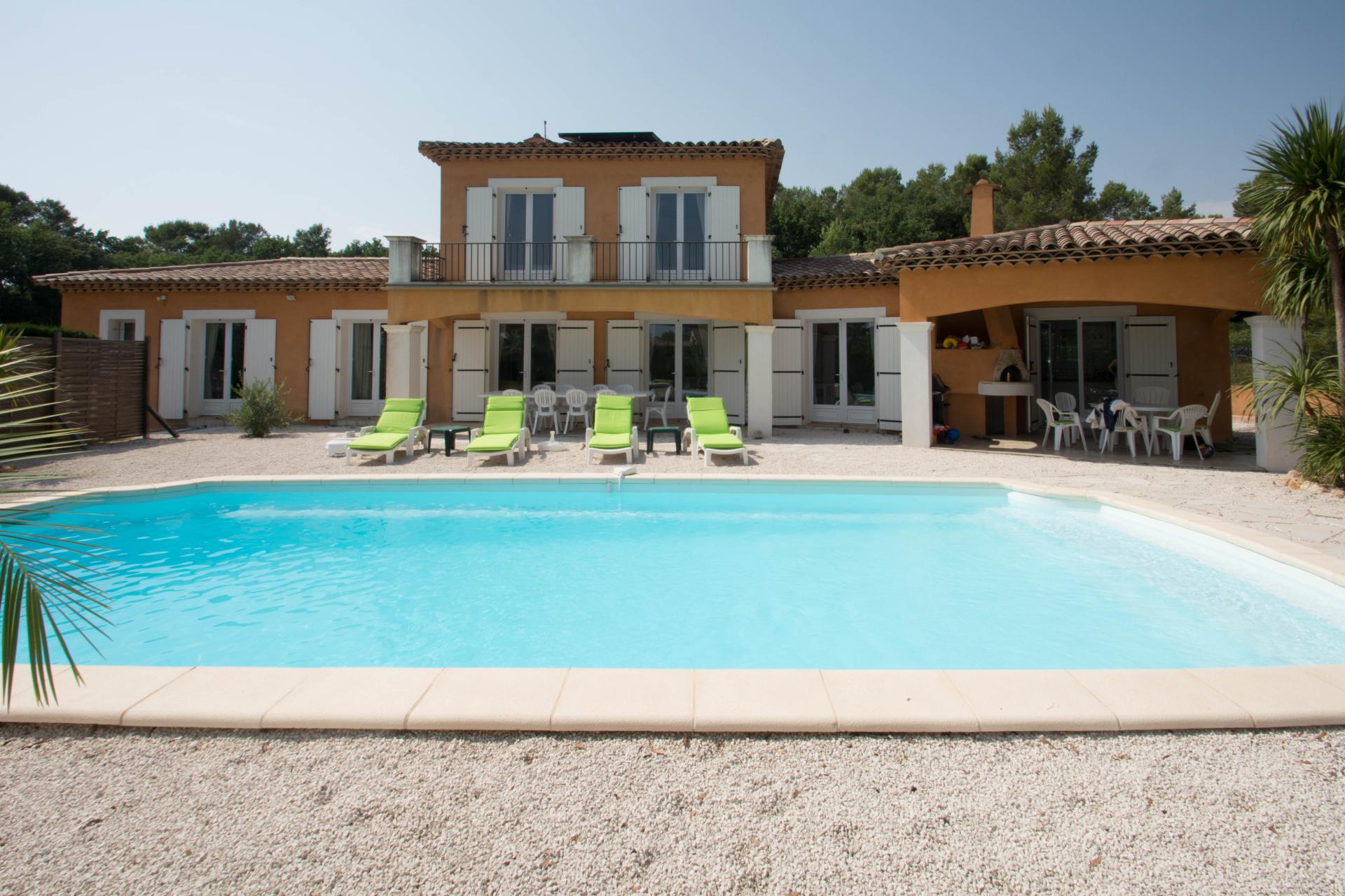Villa avec piscine a vendre vente achat bagnols en foret for Achat thermopompe piscine